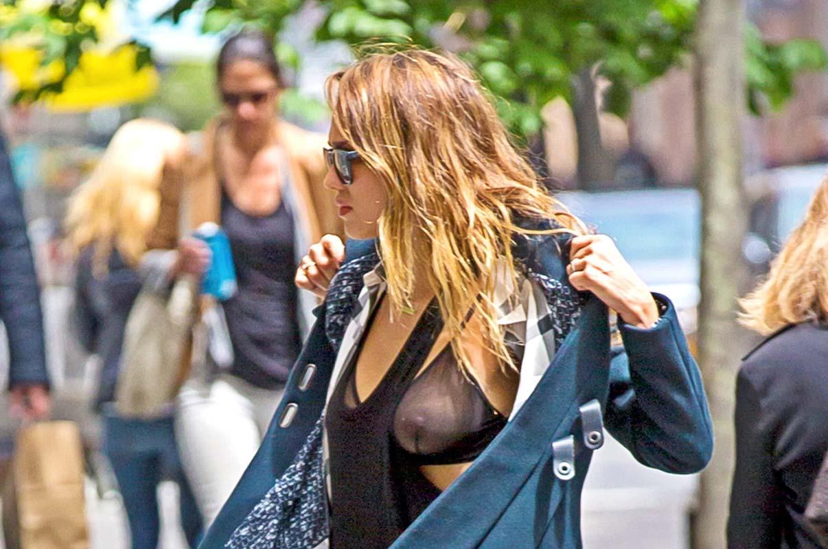 Mira la impresionante figura de Jessica Alba en bikini